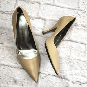 Marc Fisher women's Pointed toe heels size 6.5